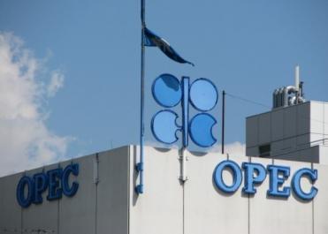À trois jours du sommet de l'Opep, le pétrole poursuit sa hausse vers les 55 dollars