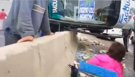 Vidéo- Plusieurs blessés dans le renversement d'un bus à Tizi-Ouzou