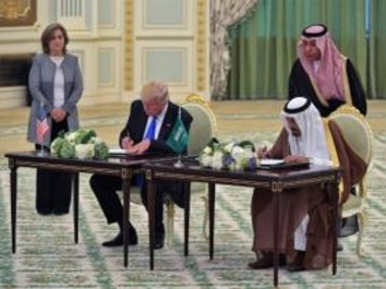 Trump en Arabie Saoudite : accueil royal et 380 milliards de dollars de méga-contrats