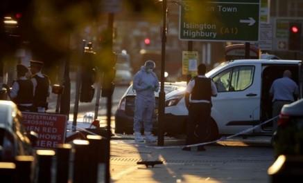 Un mort et huit blessés par une camionnette qui a fauché des piétons à Londres