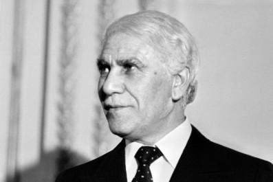 Algérie : le colonel Chadli Bendjedid adoubé par huit cents officiers