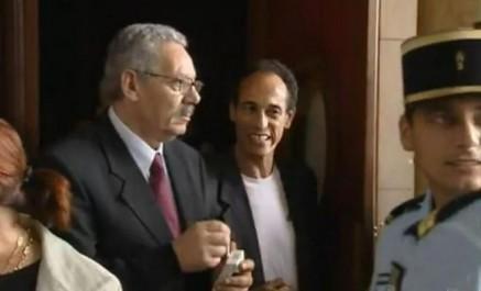 Hichem Aboud obtient un passeport algérien, le mandat d'arrêt contre lui annulé