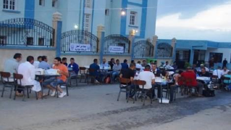 Oum El Bouaghi : Les gendarmes font de la sensibilisation autour d'un iftar collectif