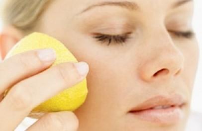 Préparation de la semaine Un masque pour atténuer la peau noircie du cou