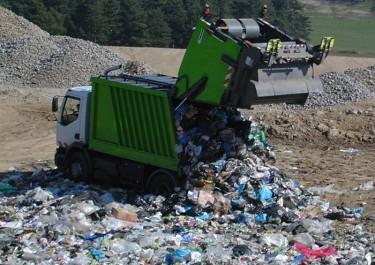 «La poubelle algérienne est une très bonne poubelle» – Slimane Azzoug à Radio M