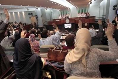 Le nouveau gouvernement et les nouveaux députés se croisent à l'assemblée: Le baptême du feu