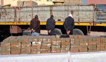 Oran: saisie de 100 kg de résine de cannabis et arrestation de 3 personnes dont un baron