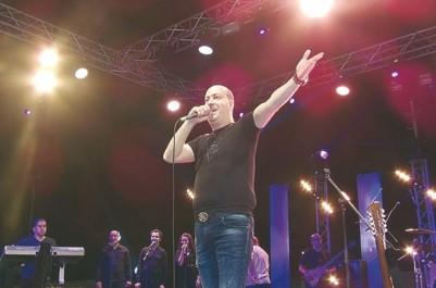 """Il aura réussi, jeudi soir, un show exceptionnel au stade de Tizi Ouzou: Mohamed Allaoua : """"Les Algériens adorent faire la fête !"""""""