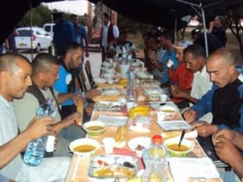 Béchar et Adrar : La police offre le F'tour aux usagers de la route