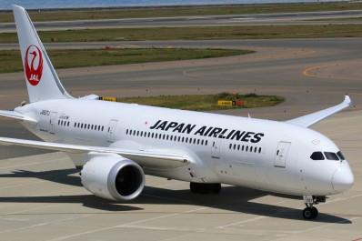 Japon: une personne handicapée forcée de ramper pour monter dans un avion
