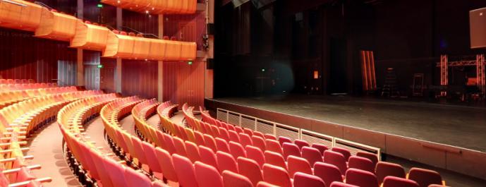 Théâtre Sur la voie de Sirat Boumediene