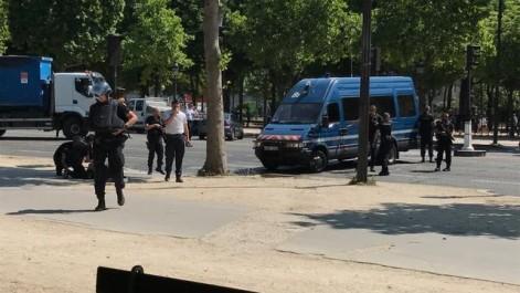 France: Un fourgon de gendarmerie percuté par une voiture