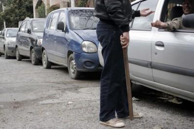 Les parkings sauvages prolifèrent au vu et au su des autorités:  Les porteurs de gourdins défient l'Etat