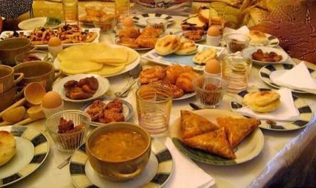 Ils constituent l'essentiel du menu des Algériens pendant le Ramadhan: Sucre, gras et protéines en excès : des dégâts en perspective