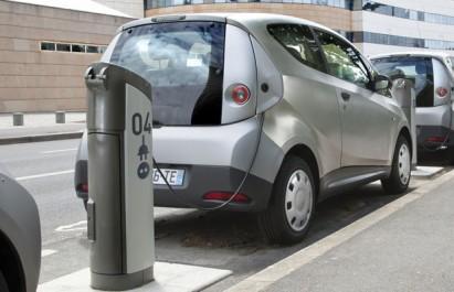 Le nombre de véhicules électriques dans le monde a atteint le record de deux millions, selon l'AIE