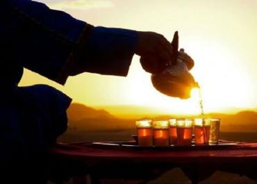 Le «thé de Timimoun» envahit les quartiers d'Alger et gagne en notoriété durant le Ramadan