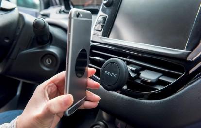Automobile: Cinq accessoires pour que votre smartphone tiennent la route