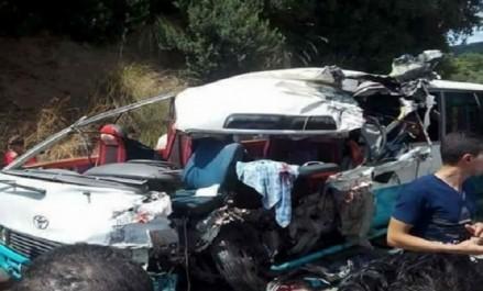 19 blessés, dont 3 enfants gravement atteints, dans une collision entre un bus et un camion