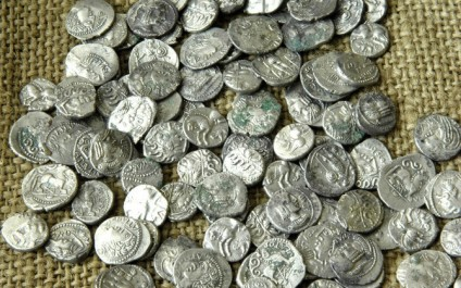 Saisie de pièces de monnaies à valeur archéologique et une quantité d'or