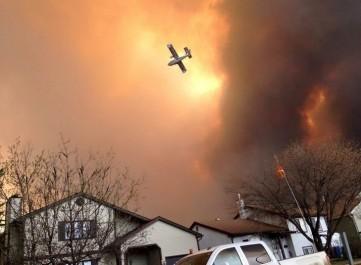 Le Canada en proie aux flammes: 37 000 personnes évacuées