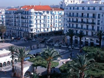 Une chaleur écrasante s'abat sur Alger: Entre le soleil terrassant et le manque d'espaces de loisirs, la précaution reste de mise
