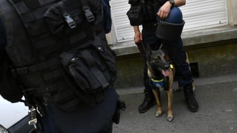 Bruxelles : 4 arrestations, des armes découvertes après des perquisitions anti-terroristes