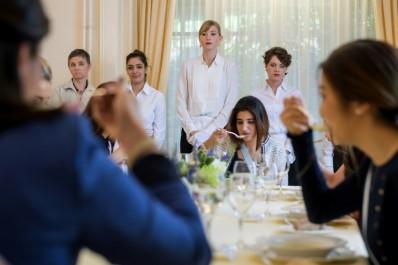 """Elle reçoit des femmes de 14 pays  Suisse : la dernière école des """"bonnes manières"""""""