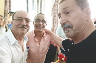 À l'occasion d'émouvantes retrouvailles à la librairie Cheikh-Multilivres de Tizi-Ouzou: Quand Khadra rencontre Aït Menguellet