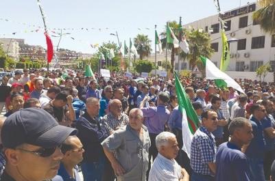 À l'appel du Comité de soutien aux travailleurs de Cevital et aux investissements économiques: Des milliers de citoyens dans la rue à Béjaïa