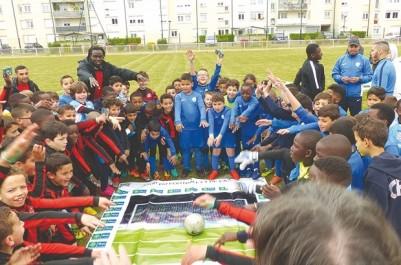 """Programme """"Le football pour l'amitié"""" à Saint-Pétersbourg: Deux adolescents algériens y participent"""