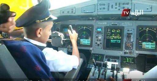 Vidéo: des pilotes Air Algérie ont autorisé un enfant à manipuler un avion en plein vol.