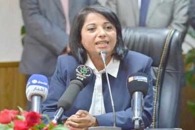 Profitant de ses vacances à Mostaganem: La Ministre de l'Environnement rend visite aux colons d'Adrar