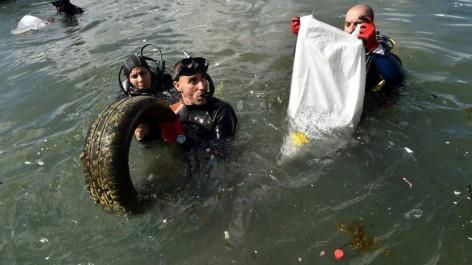 En Algérie, des centaines de bénévoles ont nettoyé des plages
