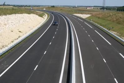 Algérie : 4 milliards DA pour le financement du réseau routier à El-Menea