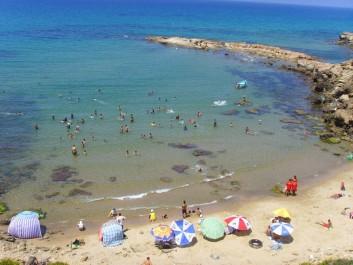 CHLEF: Les belles plages attirent les estivants