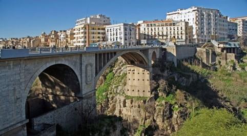 Constantine – Des conventions pour la baisse du coût des services touristiques