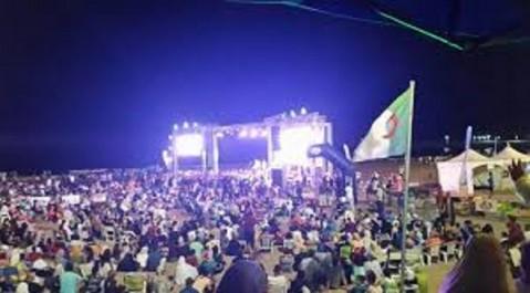 Tlemcen : Soirées musicales et humoristiques près des plages