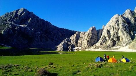TIKJDA/ Là-haut, à plus de 1 400 m: Calme, fraîcheur et barbecue, zen avec… Matoub