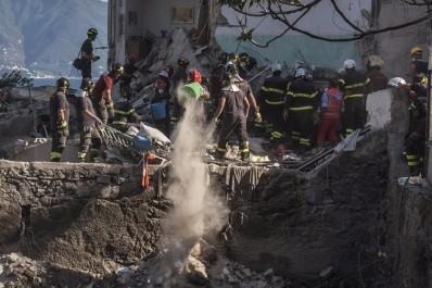 Italie:les huit personnes disparues dans l'effondrement d'un immeuble près de Naples ont toutes été retrouvées sans vie