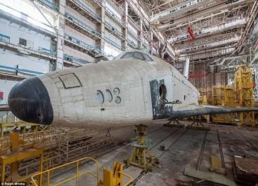 Des Youtubers infiltrent un hangar abandonné de Baïkonour pour filmer des navettes spatiales soviétiques abandonnées