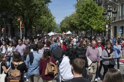 Barcelone : une fourgonnette percute la foule et fait plusieurs blessés