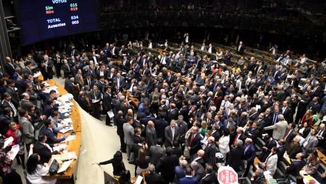 Brésil: Michel Temer échappe à des poursuites pour corruption