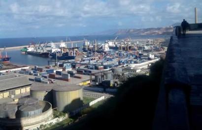 Algérie: Pas de suppression des licences d'importation mais l'accord du Premier Ministre n'est plus exigé