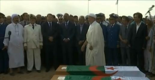 Tiaret : M. Bedoui assiste à l'enterrement des deux policiers victimes