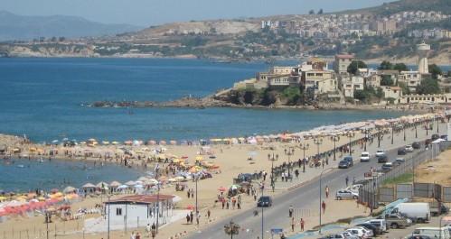 Boumerdès: un flux quotidien de plus de 250.000 estivants sur les plages à cause de la canicule