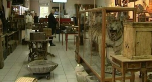 La caverne des objets anciens d'Abdelkader Mazouzi: Le témoin d'un passé