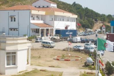El-Tarf: 120 000 voyageurs ont transité par le poste-frontière d'Oum Teboul