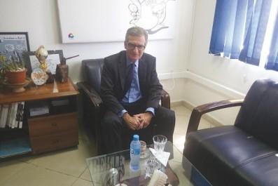 """Visite de courtoisie:  L'ambassadeur d'Espagne à """"Liberté"""""""