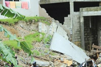 Chlef : Une famille risque d'être ensevelie sous les décombres à Ténès