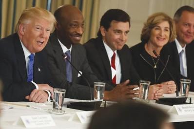 En raison de sa réticence à condamner les violences de  Charlottesville: USA : trois patrons cessent de conseiller Trump